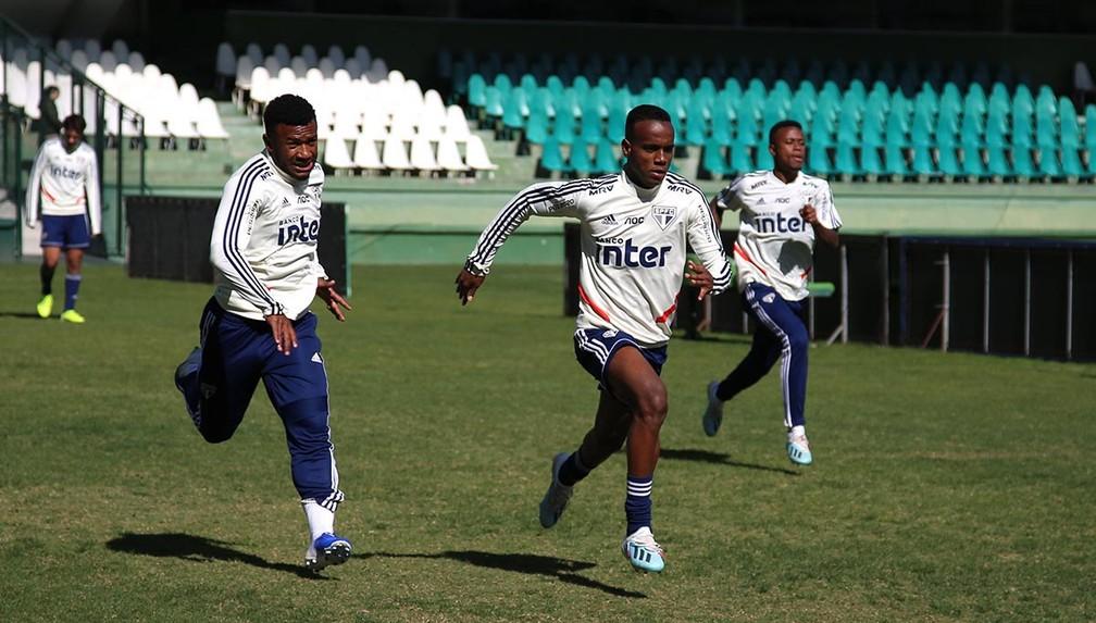 Reservas do São Paulo treinam no gramado do estádio do Coritiba — Foto: Rubens Chiri/saopaulofc.net