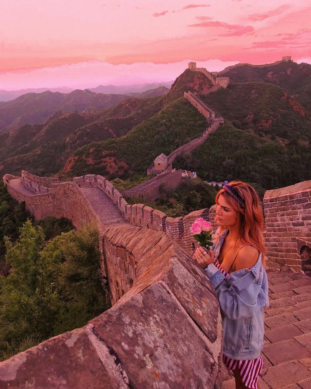 Julia Faria visitou a  Muralha da China (Foto: Reprodução / Instagram)