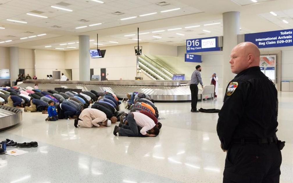 O primeiro veto de Trump foi seguido por protestos em aeroportos dos EUA (Foto:  Reuters/Laura Buckman)