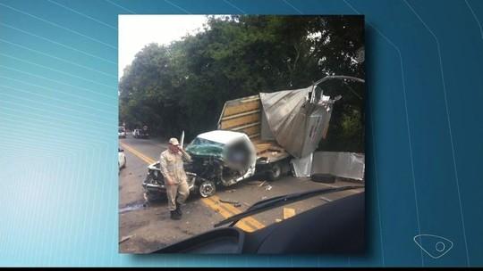 Caminhonete e caminhão batem e deixam três feridos na BR-259 em Colatina, ES