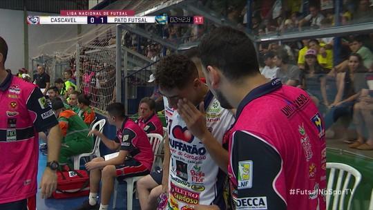 Jogador levou bolada no rosto durante partida