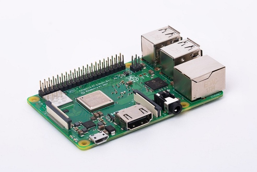 Raspberry Pi 3B+ traz mais poder de fogo à placa miniPC — Foto: Divulgação/Raspberry Pi Foundation