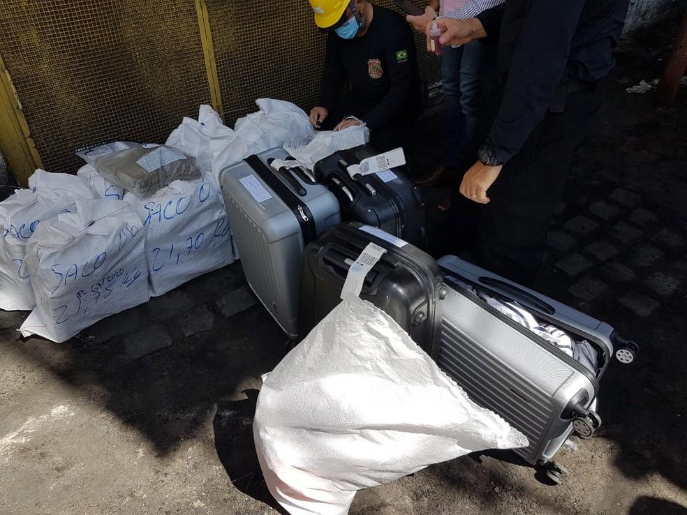 Malas e outros itens também foram incinerados com as drogas — Foto: Divulgação
