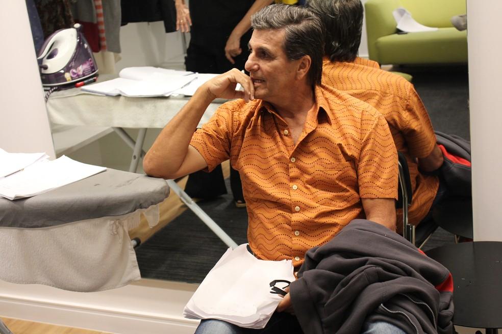 Evandro Mesquita aguarda no camarim a hora de entrar em cena (Foto: TV Globo)