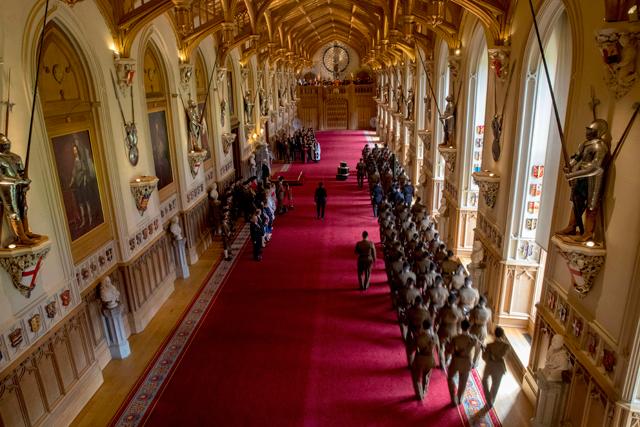 A sala St. George, onde a rainha hospeda eventos oficiais no Castelo de Windsor (Foto: Divulgação)