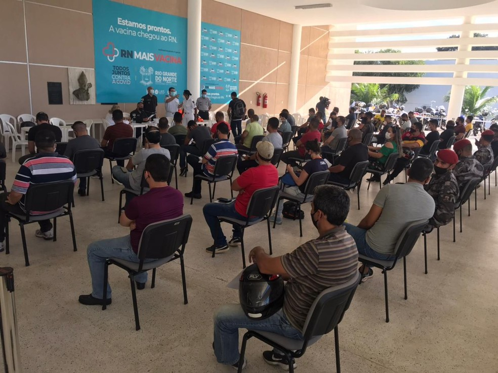 RN quer vacinar todos os agentes que atuam na segurança pública potiguar até sexta (18); confira locais — Foto: Kléber Teixeira/Inter TV Cabugi