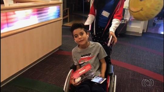 Após cirurgias, Kaká tem alta médica e inicia fisioterapia para tentar voltar a andar: 'Me desejem força'