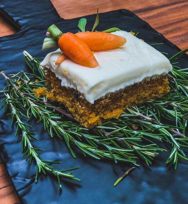 receita-de-bolo-de-cenoura-com-cobertura-branca (Foto: Divulgação)