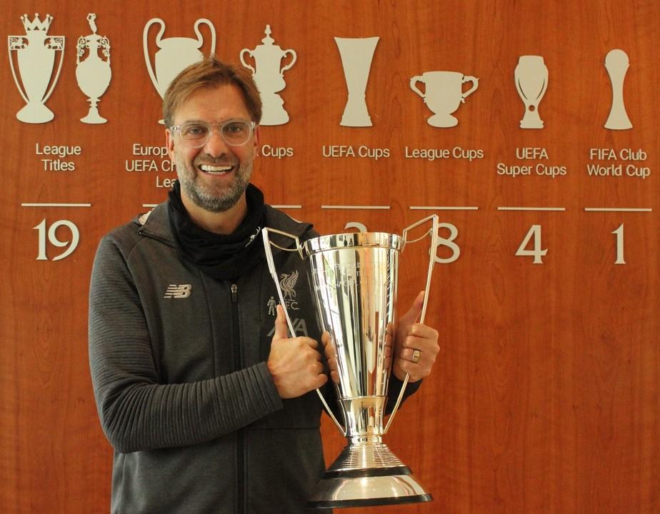 Jürgen Klopp é eleito o melhor técnico da temporada inglesa e leva