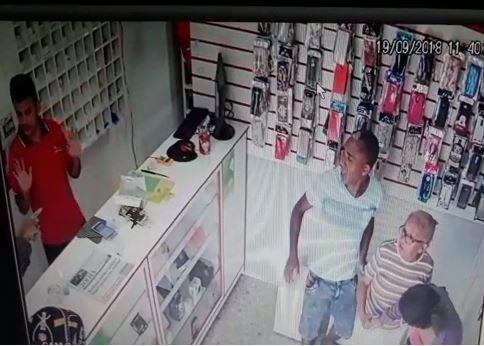 Foragido e comparsa suspeitos de assaltar loja de celulares são presos em Rorainópolis