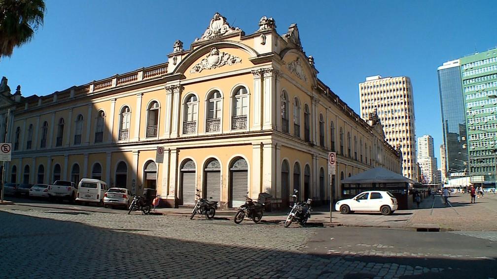 PORTO ALEGRE - Mercado Público é visto com baixo movimento em Porto Alegre nesta quarta-feira (25) — Foto: Reprodução/RBS TV