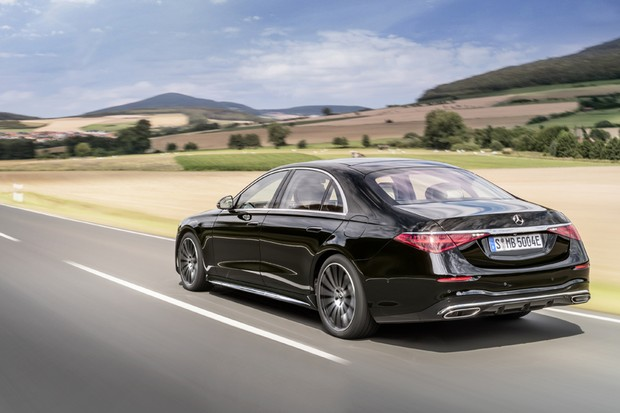 Mercedes-Benz S-Klasse, Plug-in-Hybrid, 2020, Outdoor, Fahraufnahme, Exterieur: Onyxschwarz Mercedes-Benz S-Class, plug-in hybrid, 2020, outdoor, driving shot, exterior: onyx black  (Foto: Daimler AG)