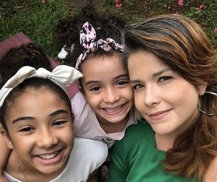 Samara Felippo com as filhas, Lara e Alícia | Reprodução/Instagram