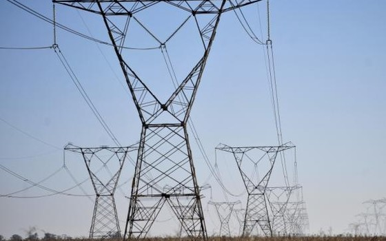 Torres de transmissão de energia elétrica (Foto: Reprodução/ Youtube)