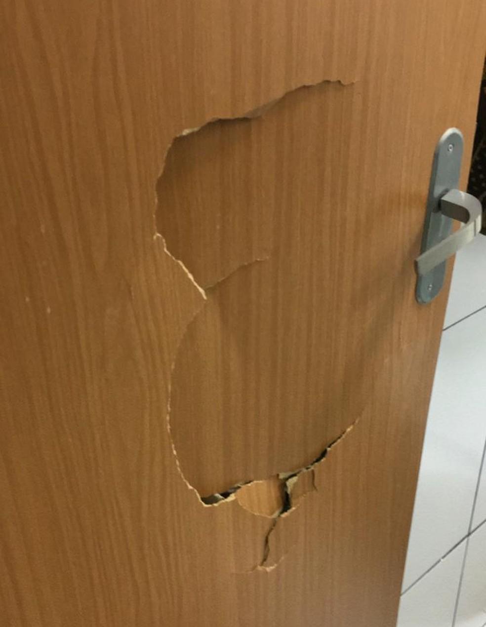 Vítima se trancou no banheiro, mas suspeito arrombou a porta — Foto: Arquivo Pessoal /Júnior Evangelista