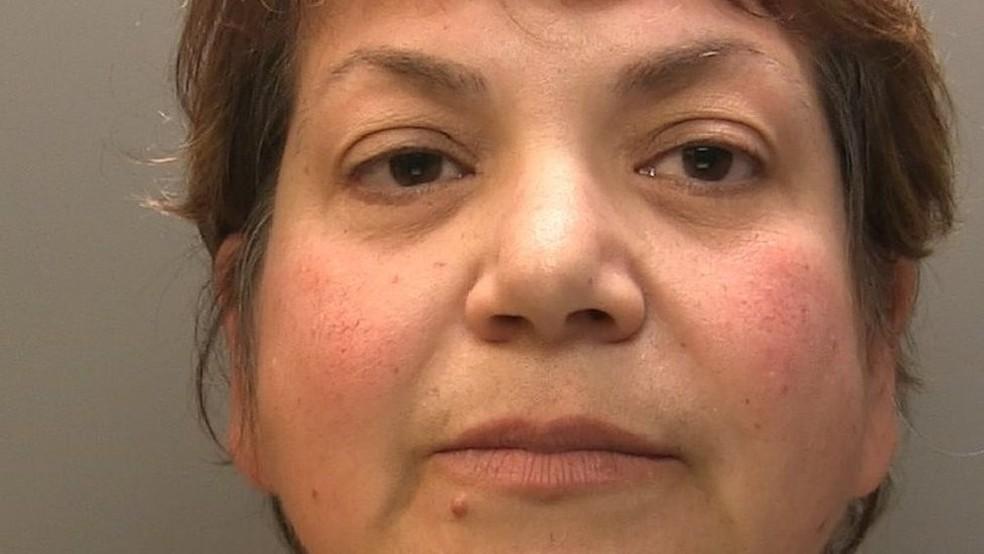 Zholia Alemi foi condenada por fraude e roubo em 2018 — Foto: Polícia de Cumbria