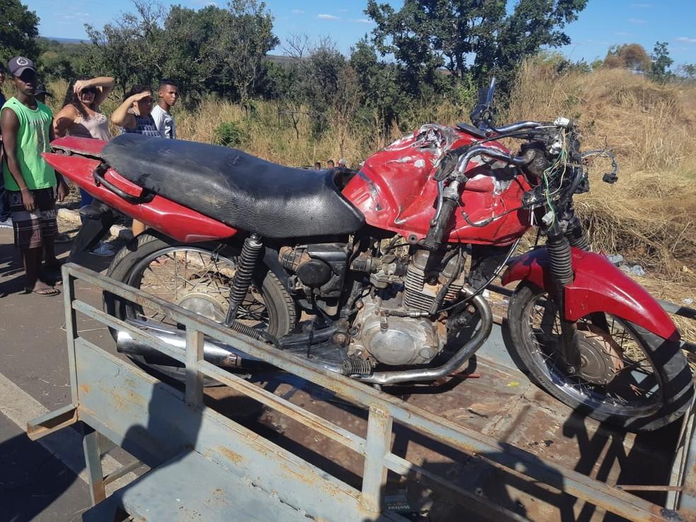 Piloto e passageiro da moto morreram durante colisão na BR-135 — Foto: Divulgação/PRF