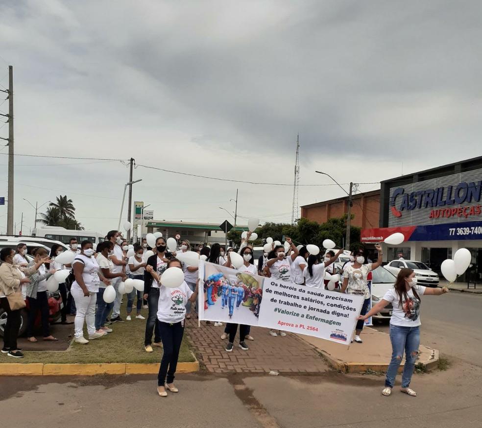 Enfermeiros protestam por aprovação de piso salarial em Luís Eduardo Magalhães — Foto: Verônica Sales/Arquivo pessoal