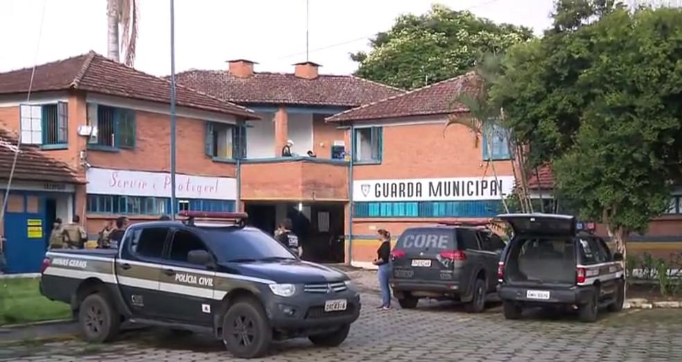 Suspeitos foram presos na Operação Bicentenário em Itajubá (MG) — Foto: Ricardo Caroba/EPTV