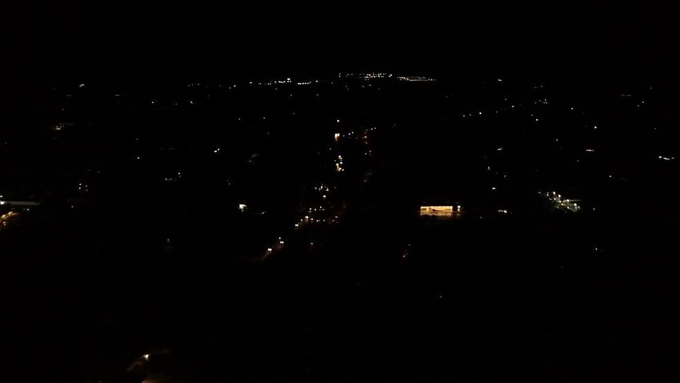 Macapá completamente no escuro após novo apagão na terça-feira (17) — Foto: Rede Amazônica