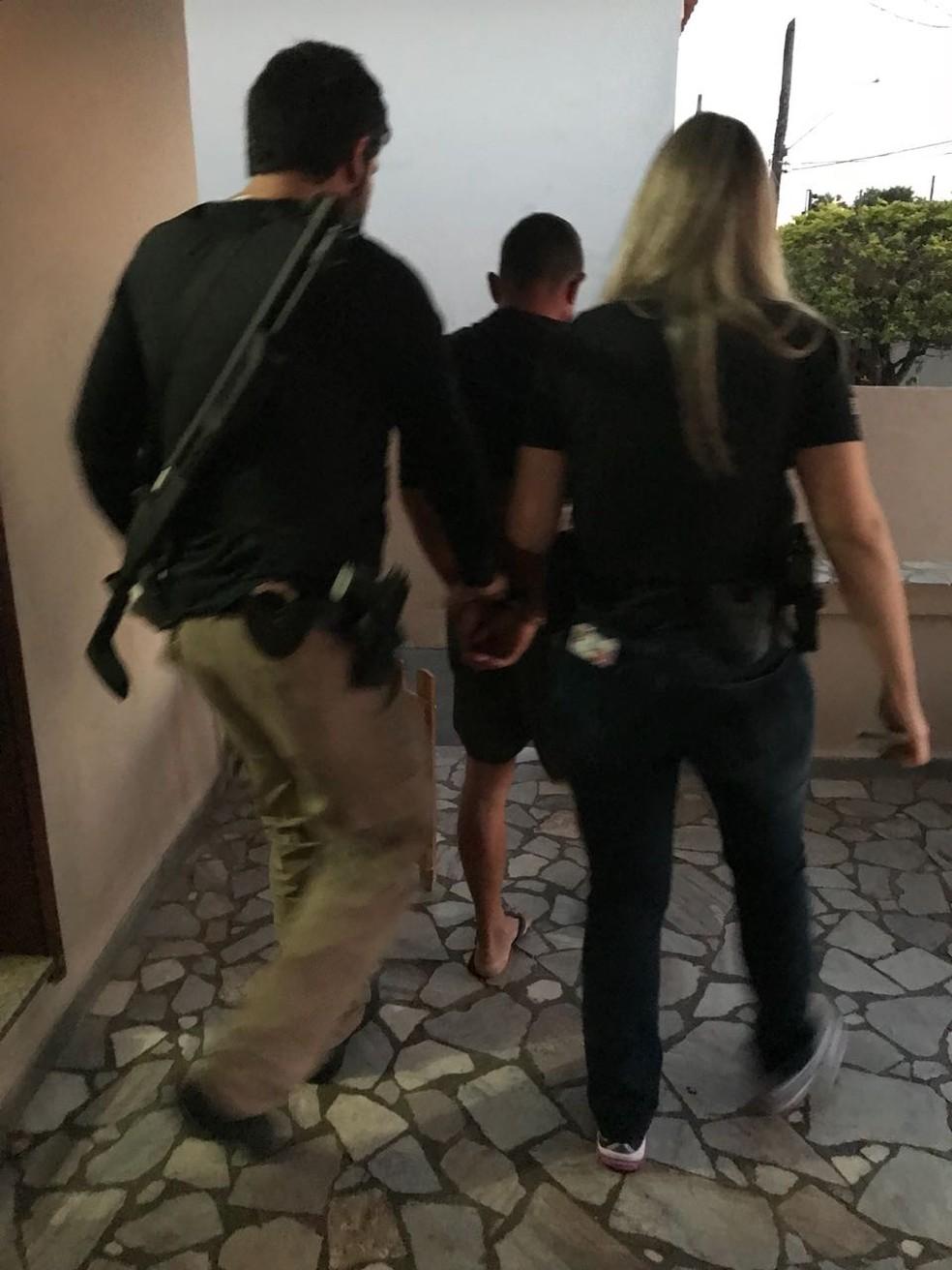 Homem de 40 anos foi preso durante a operação Cronos na região de Marília  (Foto: Polícia Civil / Divulgação)