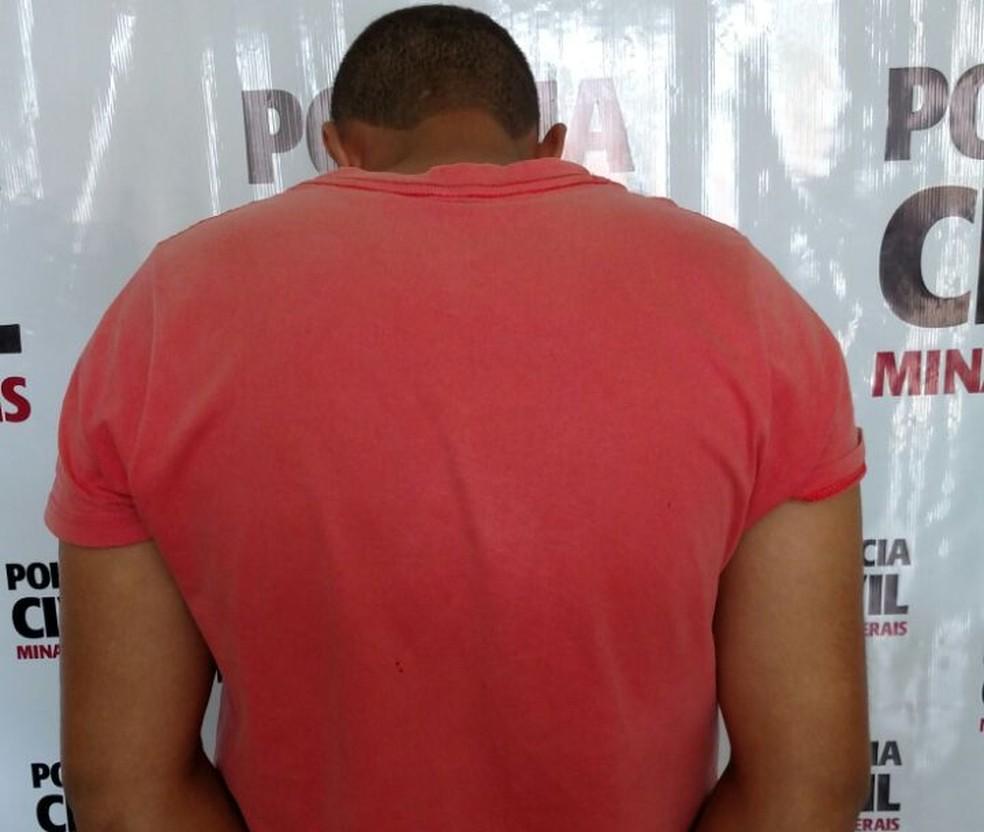 Homem preso foi apresentado pela PC (Foto: Polícia Civil/Divulgação)