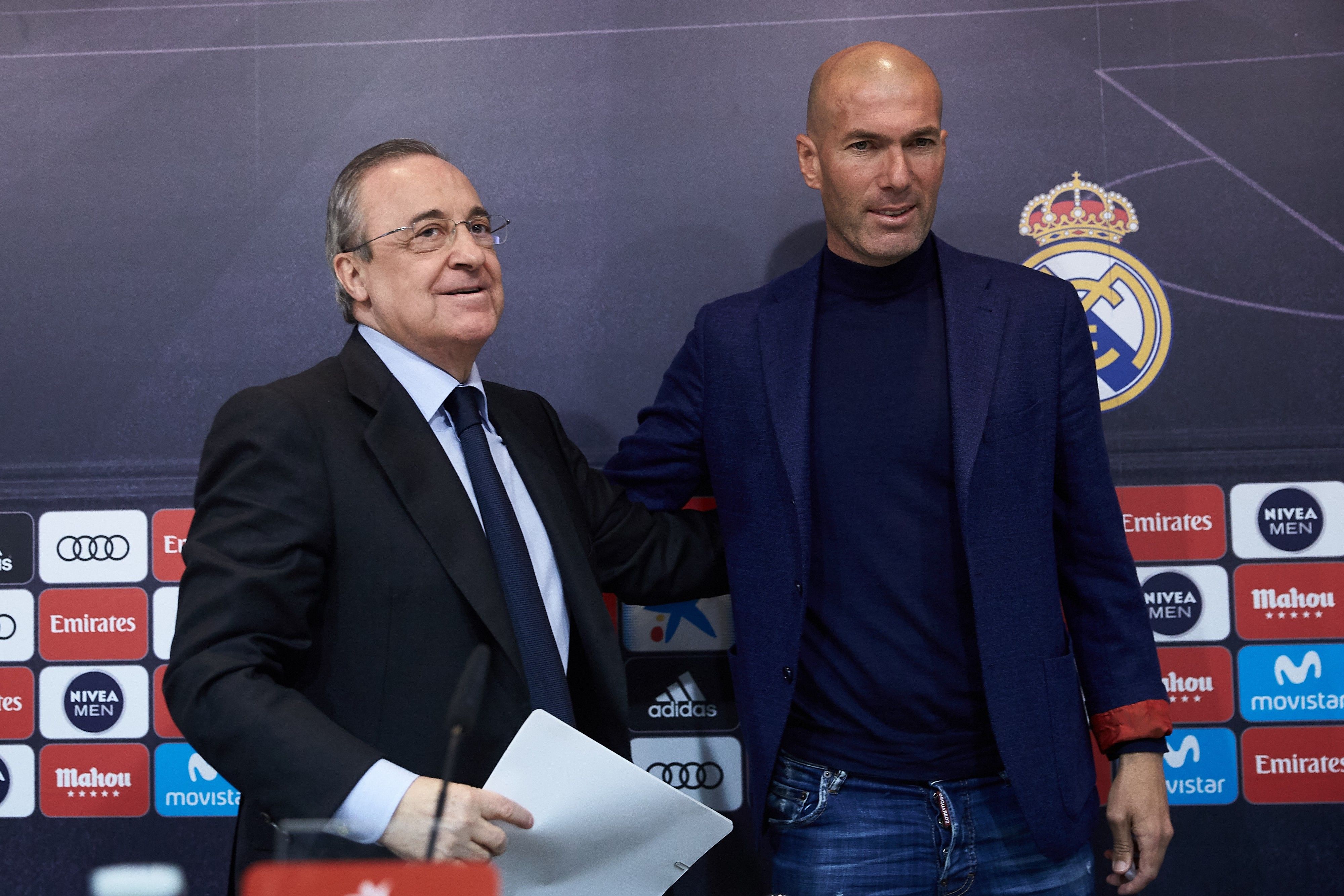 A roupa escolhida por Zidane para o anúncio do adeus: jeans, blazer e tricô. (Foto: Getty Images / Gonzalo Arroyo Moreno)
