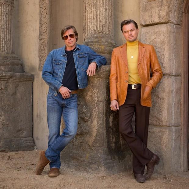 Brad Pitt e Leonardo DiCaprio durante as gravações de Once Upon A Time In Hollywood (Foto: reprodução)