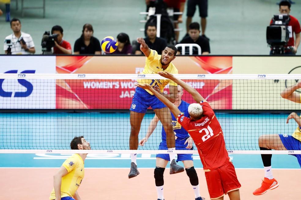 Lucarelli soltou a mão e comandou a força ofensiva da seleção (Foto: Divulgação / FIVB)