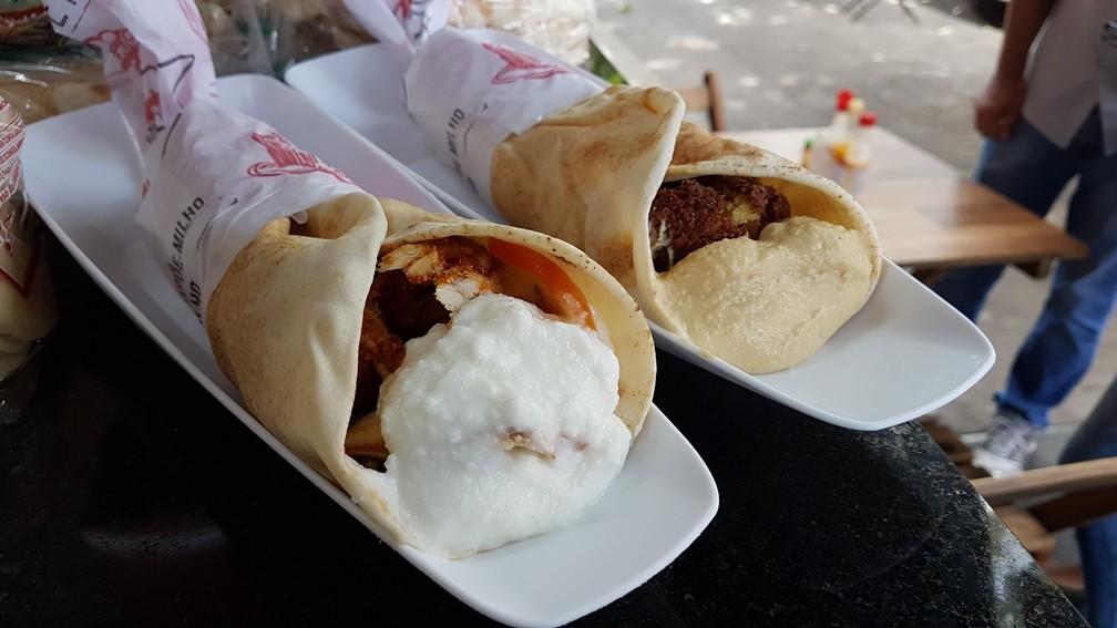 Sanduíches no Sítio Sírio; há opção vegetariana com falafel (Foto: Pedro Ângelo/G1)