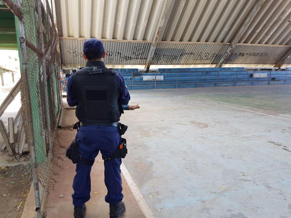 Homem foi executado na quadra esportiva do Caic de Mossoró (Foto: Nilson Ferreira/Blog Passando na Hora)