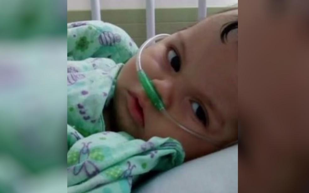 Bryan Felipe nasceu com microfecalia e morreu, em fevereiro, em decorrência do problema, em Goiânia (Foto: Reprodução/TV Anhanguera)