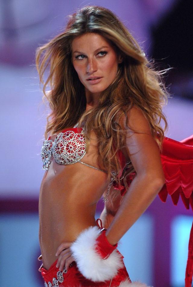 Existe angel mais icônica que Gisele Bündchen, aqui no desfile de 2005 usando o famoso Fantasy Bra da marca? (Foto: Getty Images)