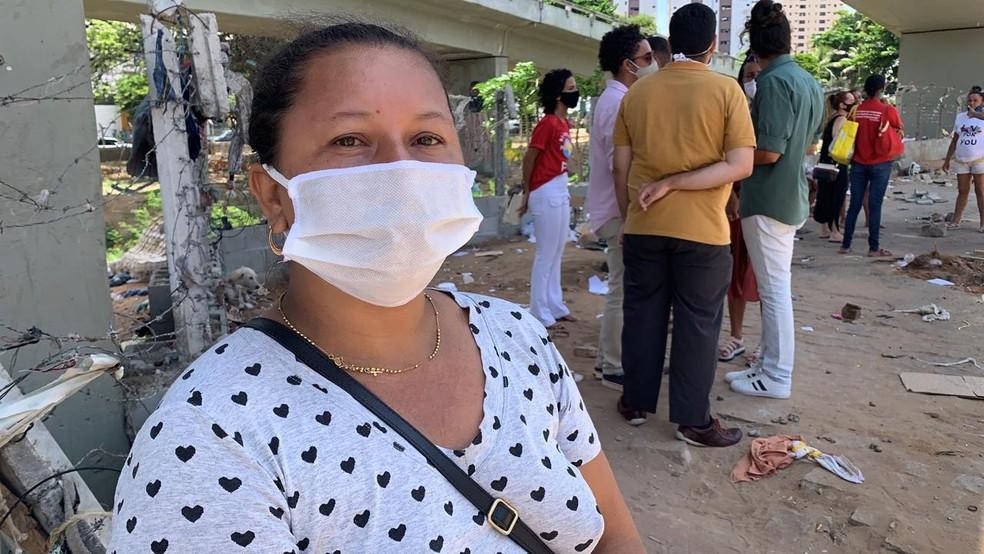 Ana Maria da Cunha, de 41 anos, disse que perdeu colchão, lençóis e até medicamentos — Foto: Anna Alyne Cunha / Intertv Cabugi
