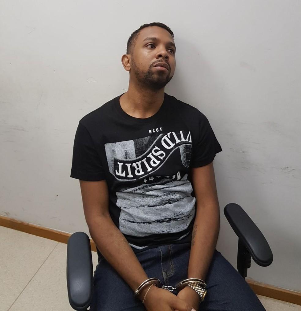 Rogério 157 na Cidade da Polícia, para onde foi levado após ser preso (Foto: Reprodução)