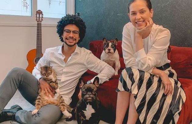 Juntos há 7 anos, Sophia Abrahão e Sergio Malheiros vivem numa casa espaçosa no Rio. A seguir, ela dá detalhes (Foto: Reprodução)