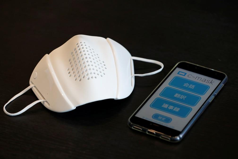 Máscara conectada a aplicativo de celular desenvolvida por startup do Japão — Foto: Kim Kyung-Hoon/Reuters
