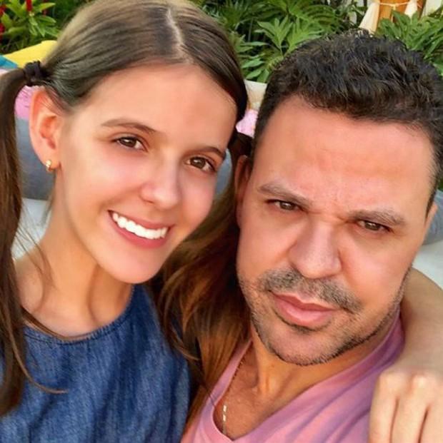 Maria Eduarda com o pai, Eduardo Costa (Foto: Reprodução/Instagram)