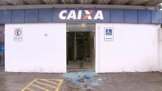Bando explode banco, atira em prédios públicos e duas pessoas ficam feridas no Grande Recife