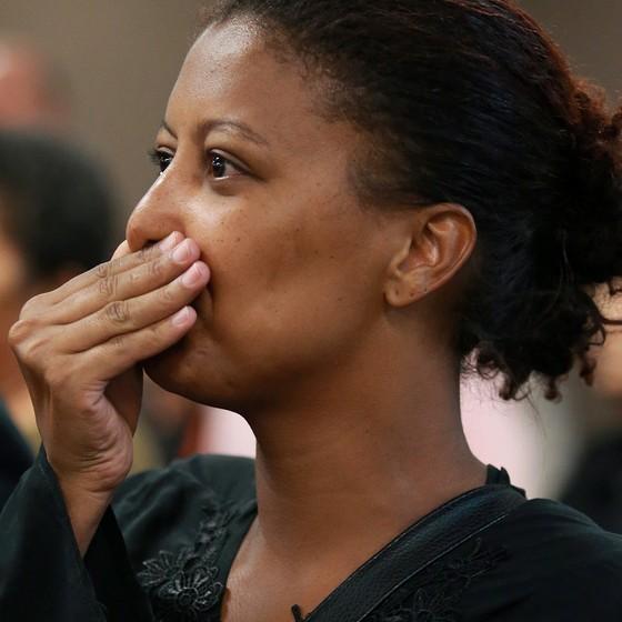 Renata, filha de Renê Senna, acompanha o julgamento da viúva Renata Almeida em dezembro de 2016. (Foto: ROBERTO MOREYRA/AGÊNCIA O GLOBO)