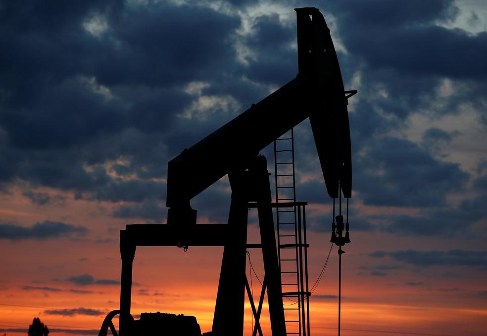 Campo de petróleo em Vaudoy-en-Brie, na França — Foto: Christian Hartmann/Reuters