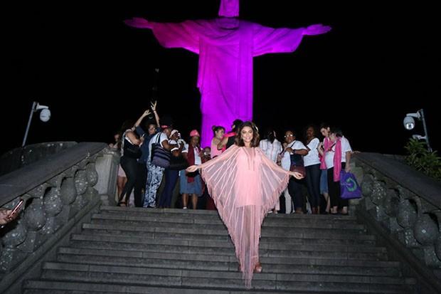 Juliana Paes participa de ação pelo Outubro Rosa (Foto: Daniel Pinheiro/AgNews )