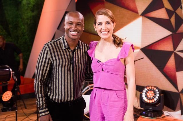 Thiaguinho com Poliana Abritta no 'Fantástico' (Foto: João Cotta/TV Globo)