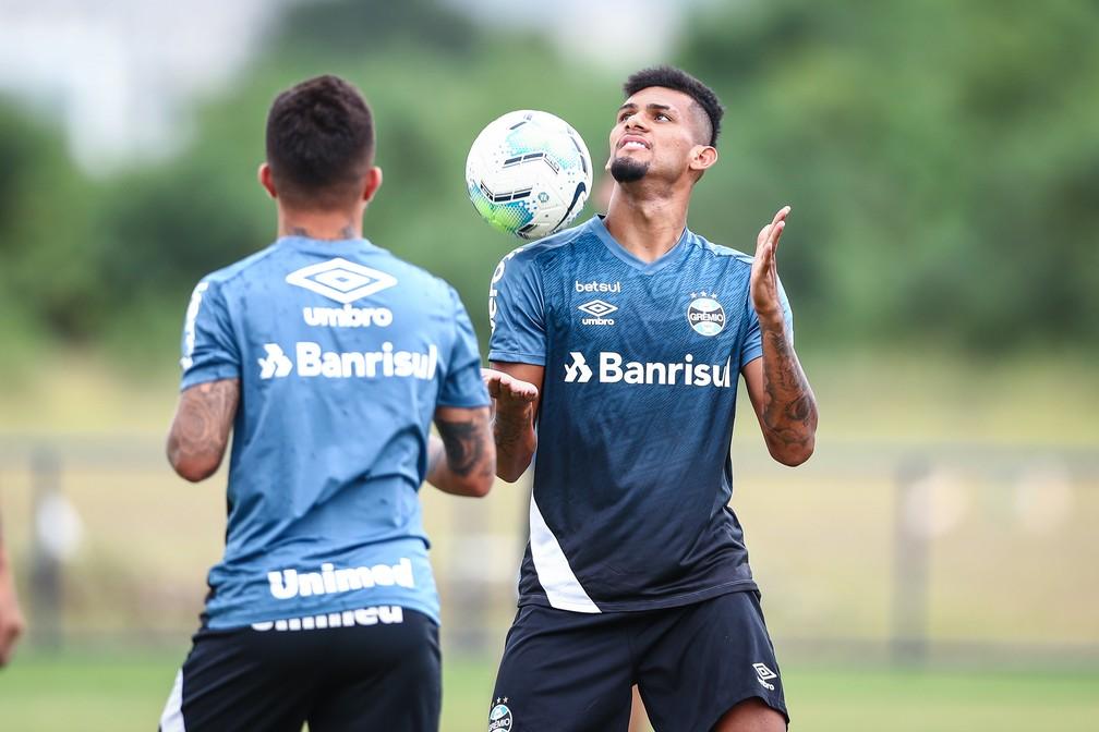 Rodrigues briga para ser o titular do Grêmio nas finais da Copa do Brasil — Foto: Lucas Uebel/DVG/Grêmio