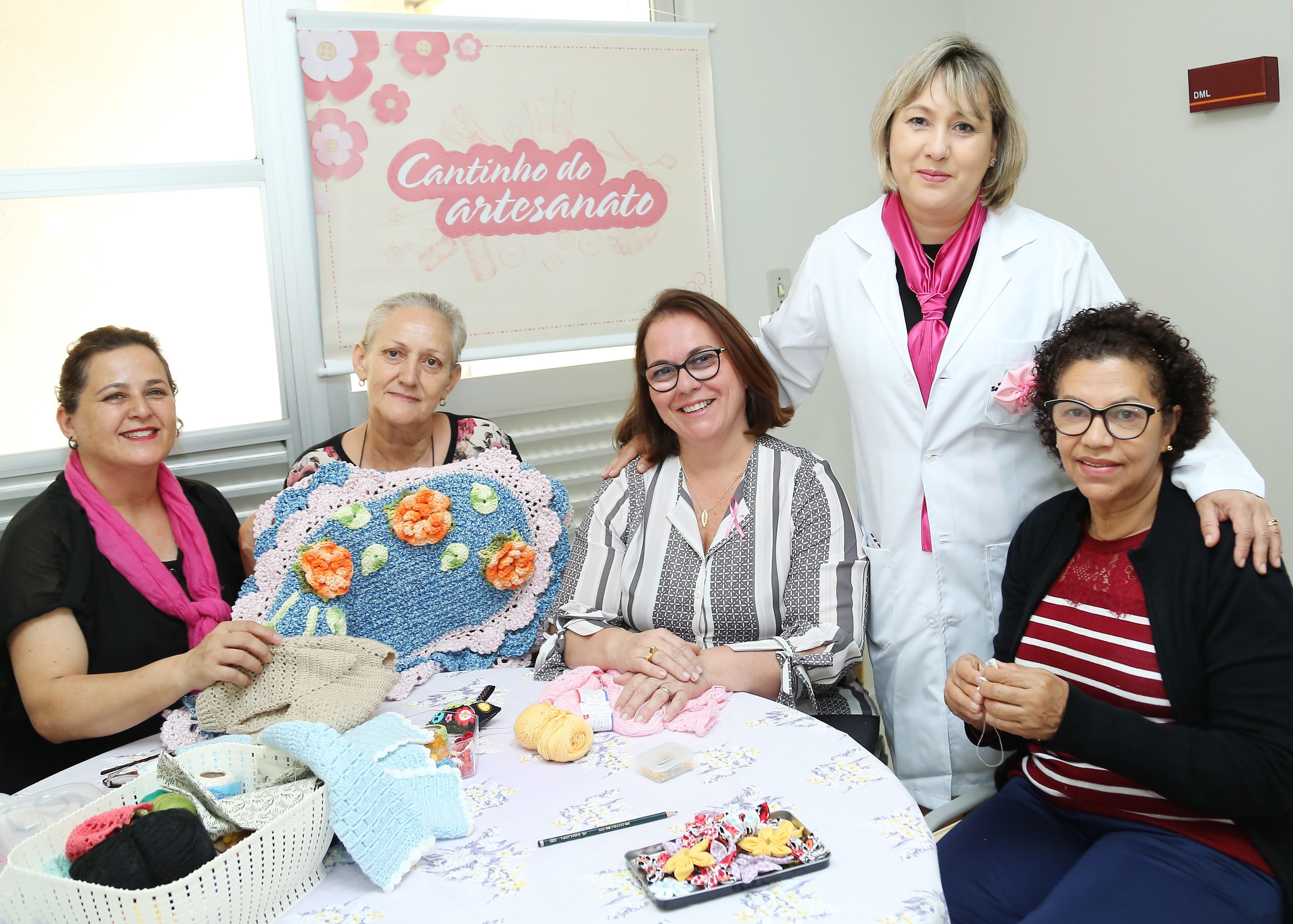 Artesanato alivia angústia de mulheres e pacientes de câncer que passam por exame de mamografia em Curitiba - Notícias - Plantão Diário