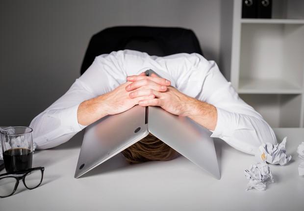 8 sinais de que o seu trabalho está te fazendo infeliz - Época Negócios |  Carreira