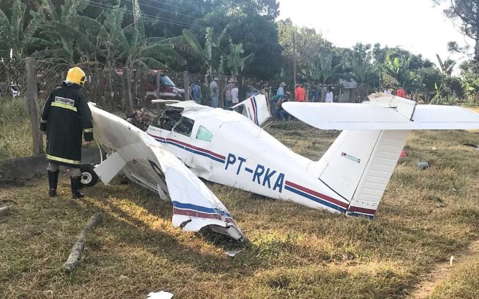 Avião cai em fazenda de Planaltina de Goiás (Foto: Divulgação/ Corpo de Bombeiros)
