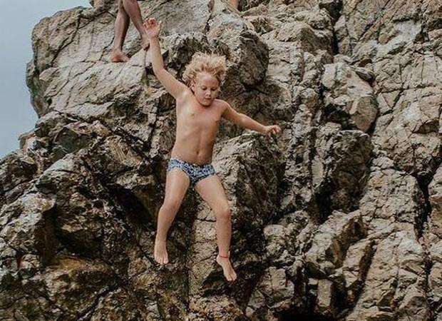 Davi Lucca salta do Buraco do Galego, em Fernando de Noronha (Foto: Reprodução/Instagram)