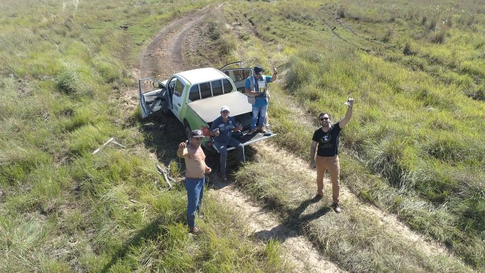 Caminhoneta ficou atolada no meio do Pantanal sul-mato-grossense.  (Foto: Alberto Marques Escalante / Arquivo pessoal )