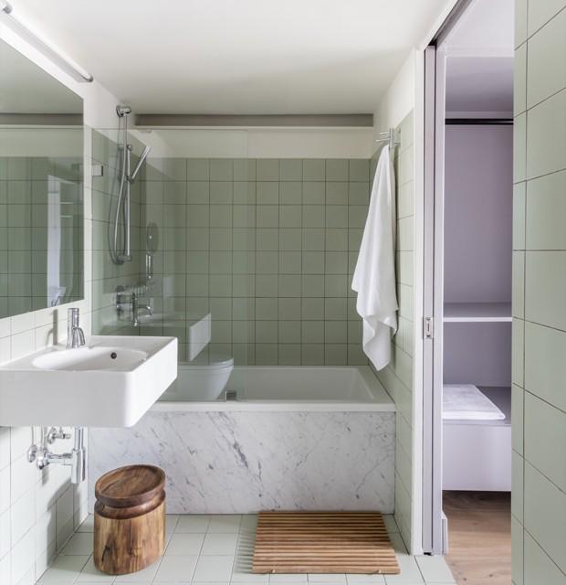 Décor do dia: banheiro com azulejos neo mint  (Foto: Reprodução)